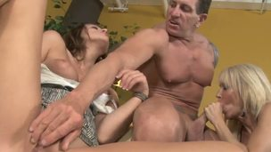 Theres no hotter cock sucking team than Carmen McCarthy plus Erica Lauren who are sexual mama plus daughter ready to give this guy the oral job of a lifetime...