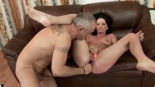 Teen Sheala Brill shows sex tricks to horny impoverish with target