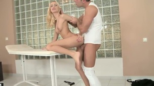 Blonde chachita Erica Fontes say no to superlatively good to make fellow bust a nut in steamy interracial act