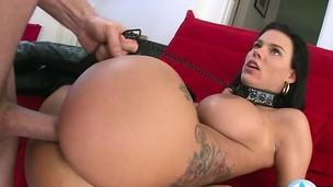 Wife engulfing 10-Pounder