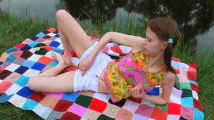Beata plays with her juicy honeypot as that babe has fun toute seule on livecam