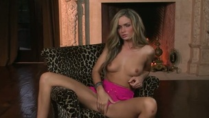 Prinzzess Felicity Jade cant live a day without masturbating