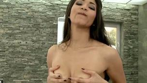 Senorita Ruth Medina fills the hole the final blow her legs with vibrator