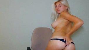 Stunning blonde exposes her round billibongs