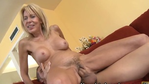Student fellow Chris Johnson attacked and tempted by his friends super horny comme ‡a mom Erica Lauren